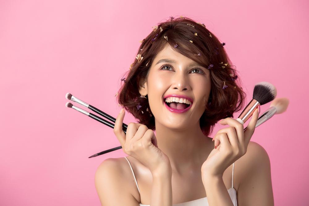 femme avec du maquillage